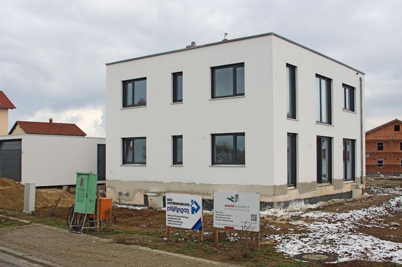 Einfamilienhaus mit einliegerwohnung in s nching - Gartenbau regensburg ...