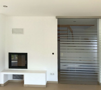 Neubau Einfamilienhaus In Oberisling, Stadt Regensburg, Innenansicht Kamin, Glasschiebetür