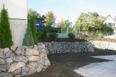 Gartengestaltung mit Stützmauer
