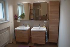 Bad mit zwei separaten Waschbecken